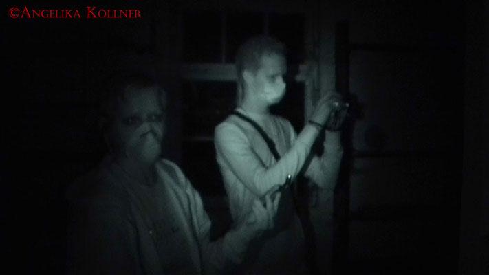 Angelika und N. bei der ersten ESP-Sitzung in einem Zimmer im 1. OG. #Ghosthunter #Geisterjäger #paranormal #Ghost