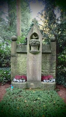 4 #Hauptfriedhof #Frankfurt #Grabstein #Grabmal #Ghosthunters