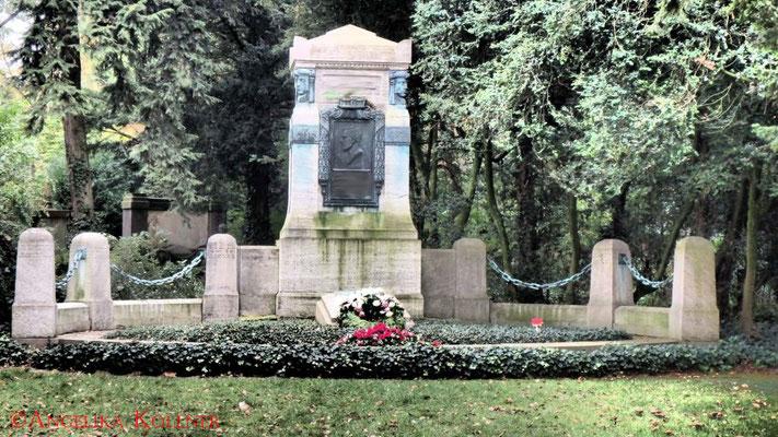 23 #Hauptfriedhof #Frankfurt #Grabstein #Grabmal #Ghosthunters