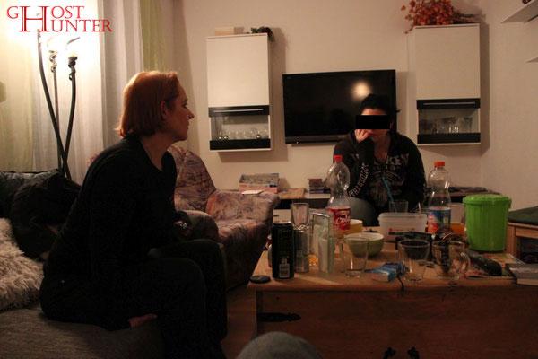 Angelika im Einzelgespräch mit der Klientin. #ghosthunters #paranormal #geist #ghost #spuk