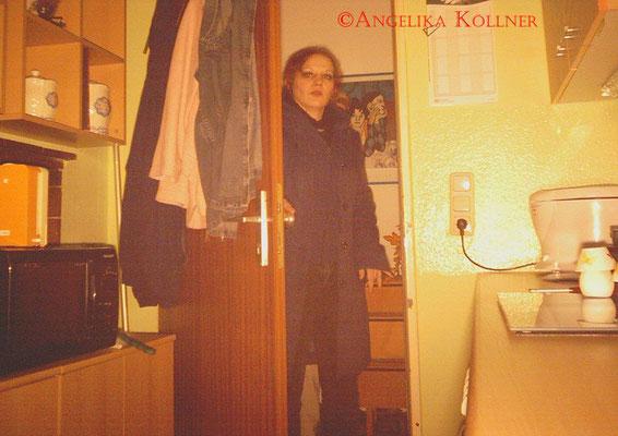 Und es wurde auch festgehalten, wie das Team die Wohnung wieder betritt. #PU-Darmstadt #ghosthunter #paranormal #parapsychologie