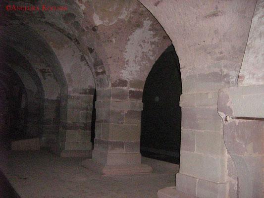 Die Offiziersmesse im Dunklen. Die großen Säulen teilen den Raum. #Zitadelle #Bitche #Ghosthunters #paranormal