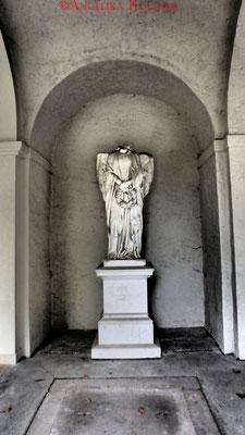 2 #Hauptfriedhof #Frankfurt #Gruftenhalle #Ghosthunters