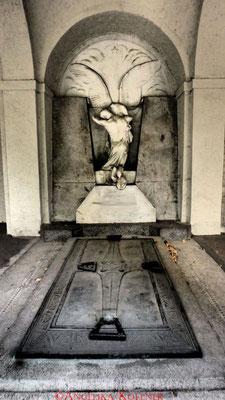 7 #Hauptfriedhof #Frankfurt #Gruftenhalle #Ghosthunters
