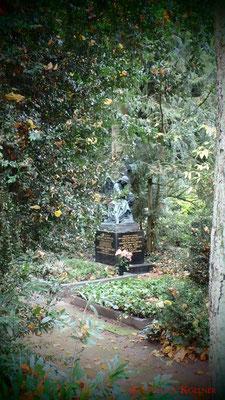 2 #Hauptfriedhof #Frankfurt #Grabstein #Grabmal #Ghosthunters