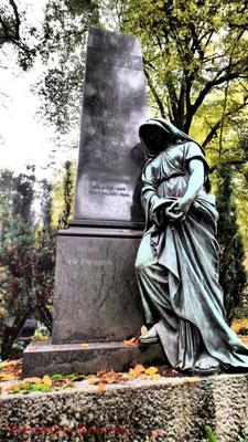 17 #Hauptfriedhof #Frankfurt #Grabstein #Grabmal #Ghosthunters