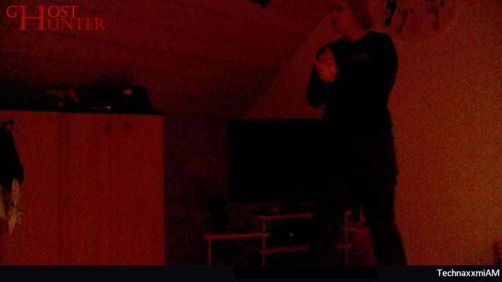 Beim Herumlaufen im Zimmer wurde immer wieder die Fotofalle ausgelöst. #ghosthunters #paranormal #ghost #geist #spuk
