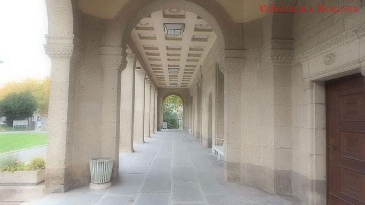 Bogengang der Trauerhalle Frankfurt am Main #Friedhof #Frankfurt #ghosthunters