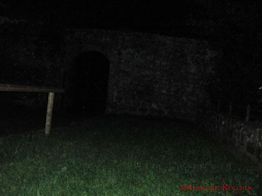 Hinten ist in der Außenmauer das Metalltor, das uns kurz in Verwirrung brachte. #Hohenecken #Ghosthunters #paranormal