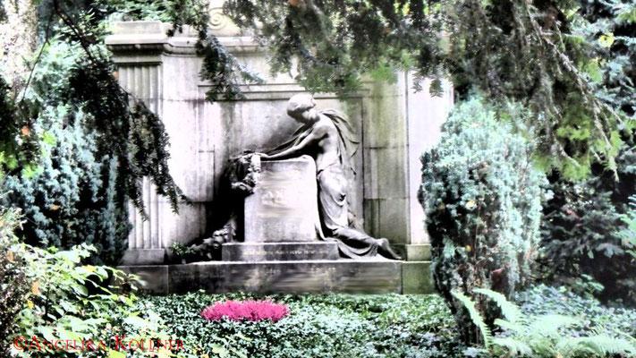 10 #Hauptfriedhof #Frankfurt #Grabstein #Grabmal #Ghosthunters
