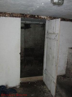 Diese kleine Kammer hinter der Tür fanden die Urbexer sehr merkwürdig.  #Ghosthunter #Geisterjäger #paranormal #ghost