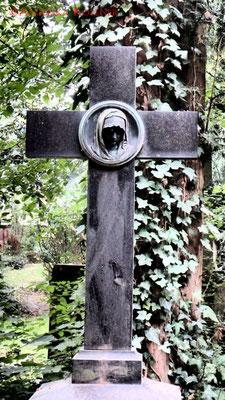 18 #Hauptfriedhof #Frankfurt #Grabstein #Grabmal #Ghosthunters