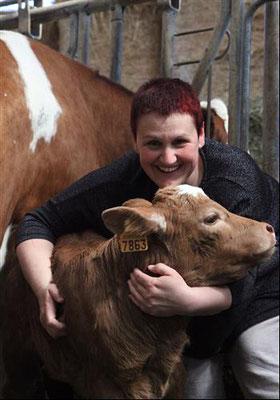 Ferme Rosine : Florence avec un veau