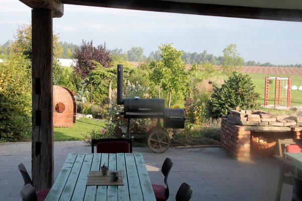 Der Blick aus der Küche in den Garten