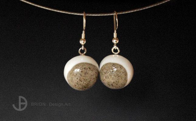 Ohrhaken Porzellan, halbrund, halb braun eingefärbt, transparent glasiert, 925er Silber, D 17mm