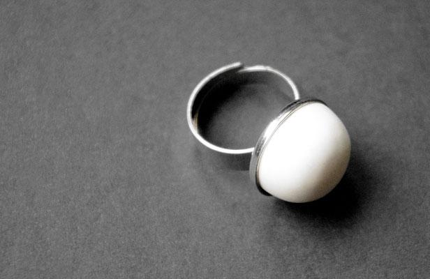 Ring Porzellan, matt/ von Hand glatt geschliffen, Edelstahl vs, D 20mm