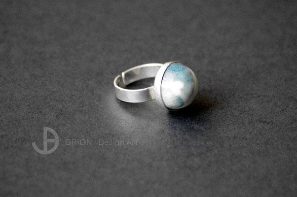 Ring Porzellan, halb blau engobiert mit Herz, transparent glasiert, 925er Silber vs,  D 15mm