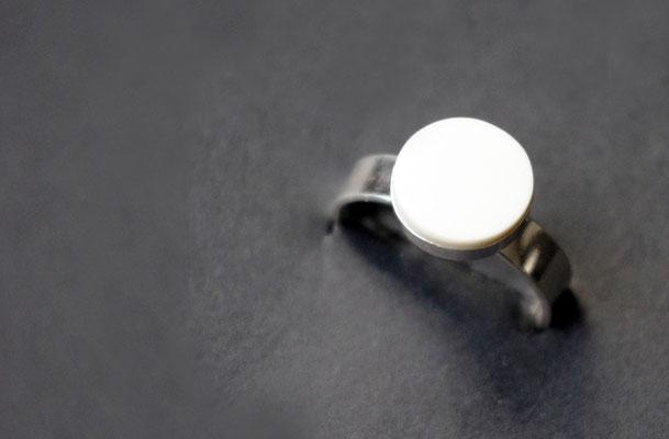 Ring Porzellan, matt/ von Hand flach geschliffen, 925er Silber vs, D 10mm
