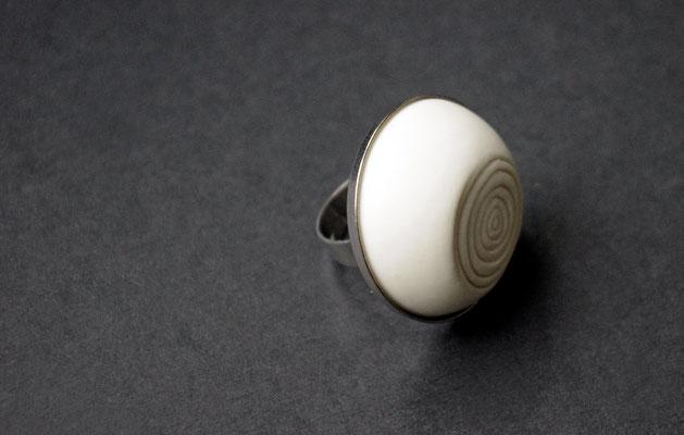 Ring Porzellan, matt/ Ringstruktur abgeflacht, Edelstahl verstellbar, D 30mm, 62,00 bei Etsy