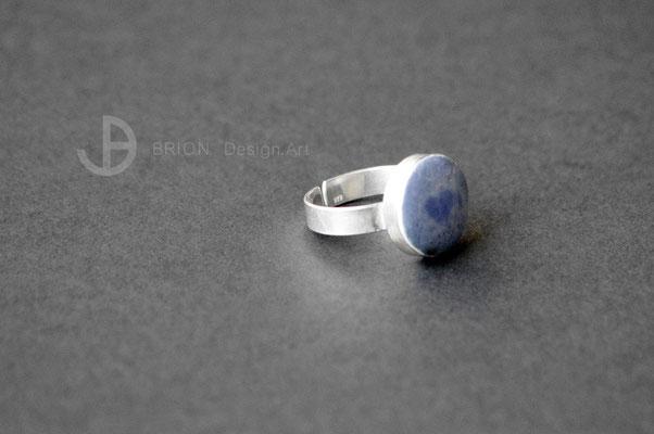 Ring Porzellan, blau glasiert mit Herz (zufällig entstanden), 925er Silber vs, D 15mm