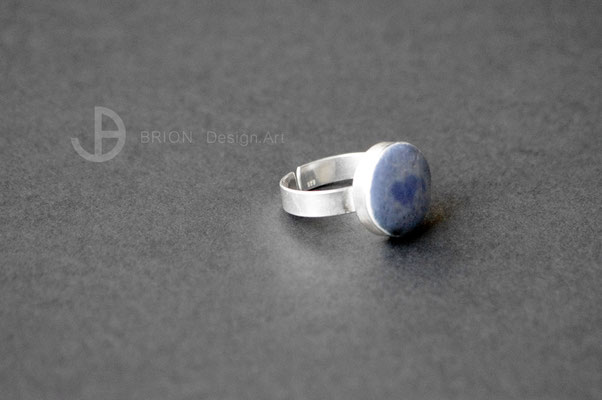 Ring Porzellan, blau glasiert mit Herz (zufällig entstanden), D 15mm, 925er Silber verstellbar, 54,00 bei DaWanda