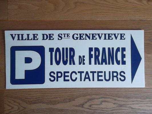 Bord Tour de France Ville de St Genevieve, bekend van de doortocht in de laatste etappe naar Parijs. Bord kost bij verkoop 25 euro.