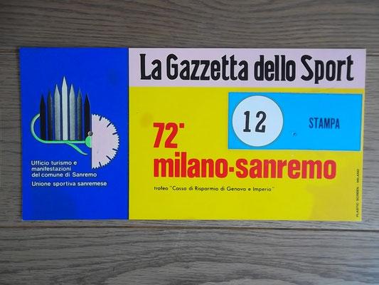 Bord van een pers volgwagen uit Milan - San Remo 1981. Deze editie werd gewonnen door Fons de Wolf na een magistrale solo. Bord kost  bij verkoop 50 euro