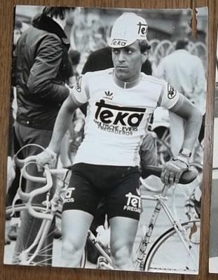 Persfoto Klaus Peter Thaler Tour de France, gestempeld Foto Horstmuller. Rechts wat beschadigingen zoals zichtbaar op foto. Bij koop kost deze 8 euro.