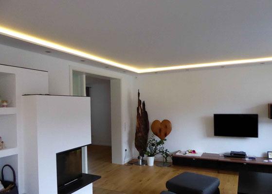 Decke mit integrierten Randlichtern