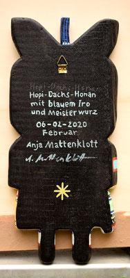 "Anja Mattenklott, ""Hopi-Dachs-Honan"", 15 cm x 34 cm, Gouache, Pigmente, Federn auf ausgesägtem Eichenbrett, Rückseite, 2020"