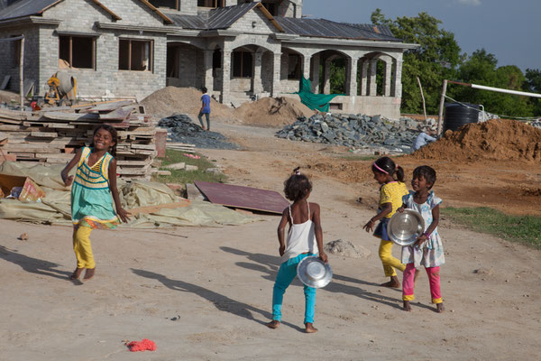 Children of migrant workers playing in front of the Minister's building - on which their parents are working | April 2016