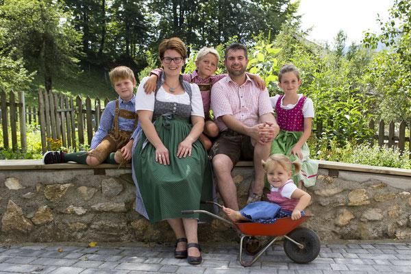 Sonja & Didi Klancnik mit Anna, Johannes, Thomas und Katharina