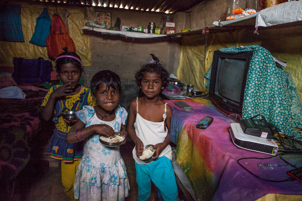 Children of the migrant workers in one of their hovels (Shrada, Sisna, Ranjita) | April 2016