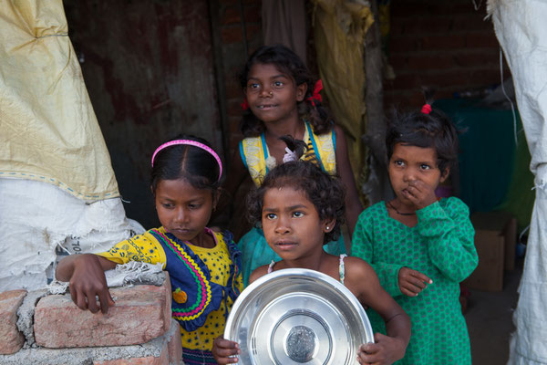 Children of the migrant workers in front of one of their hovels (Shrada, Ranjita, Meena and Sandipa) | April 2016