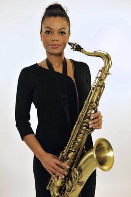 Lerne Saxophon spielen mit Julia