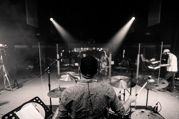 Live Schlagzeug-Performance mit Simon Danninger