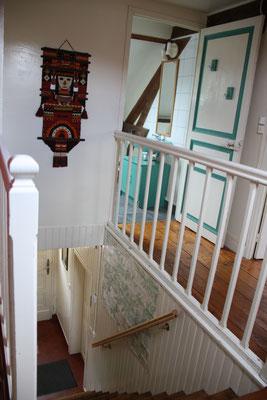 Escalier et salle d'eau à l'étage