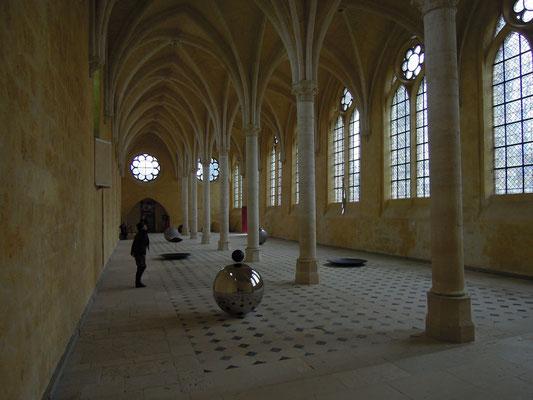 Le cloitre de l'abbaye saint jean des vignes