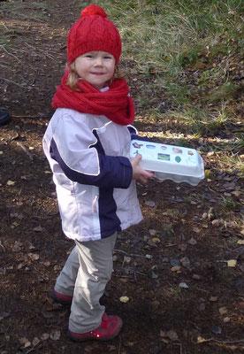 Waldbingo: Mit dem Eierkarton unterwegs im Wald.
