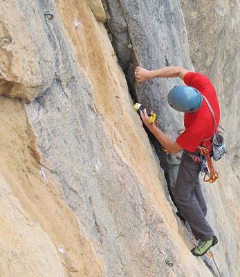 Prácticas de escalada tradicional en Arbolí