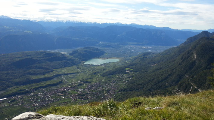 Blick vom Panoramahotel auf den Kalterer See
