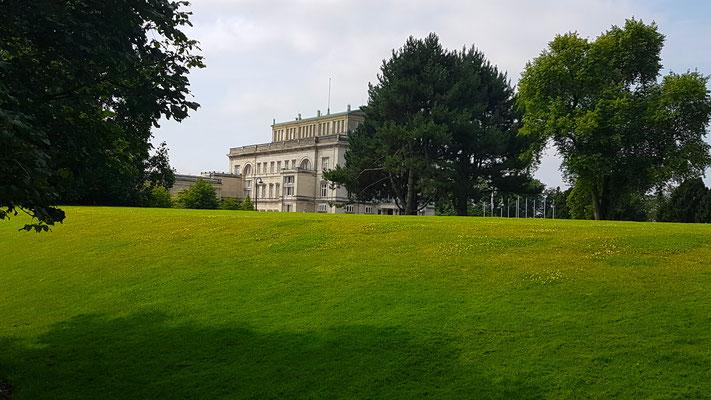 """Blick auf die """"Villa Hügel"""", das große Haus"""