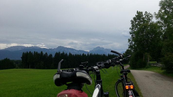 Fahrräder mit Alpenblick