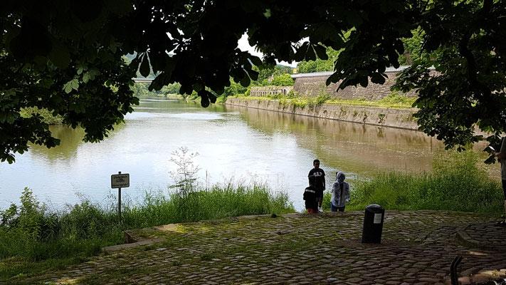 Links die Fulda und rechts die Werra und in der Mitte die Weser!