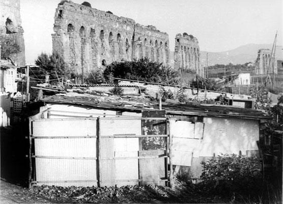 1960 Baracche sotto l'Acquedotto Claudio