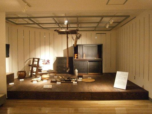 博物館様展示セットの囲炉裏・照明設備を設置いたしました
