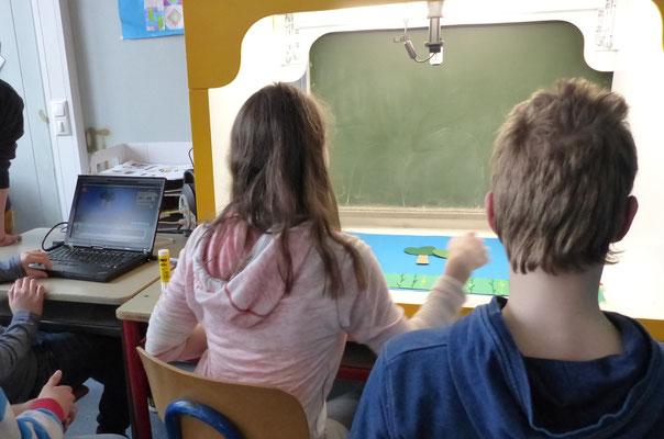 Teamwork - Schüler drehen einen Erklärfilm zum Projekt GrünSchatz , das sich mit Maisanbau und Alternativen zur Biogasgewinnung beschäftigt