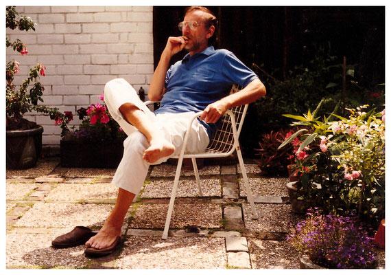 Jan Budding op terras in Groet.