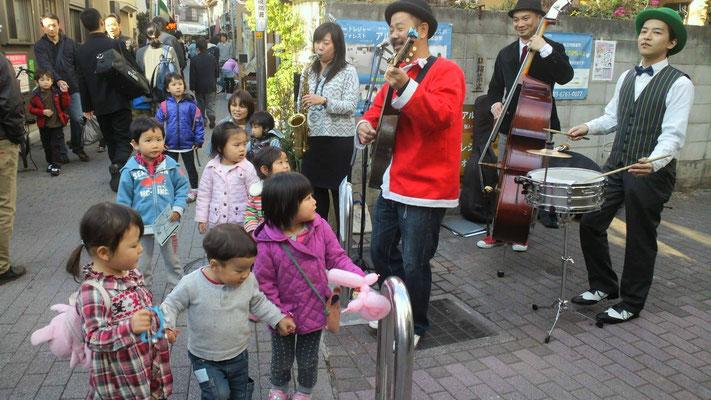 荻窪教会通り「みんあおいでよ2013」 矢野忠と青空ロマンス楽団