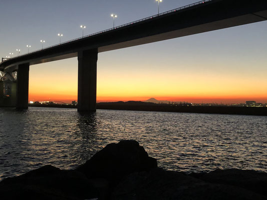 釣り松TV シーバスゲーム!東京湾奥 若洲海浜公園 ショアジギング